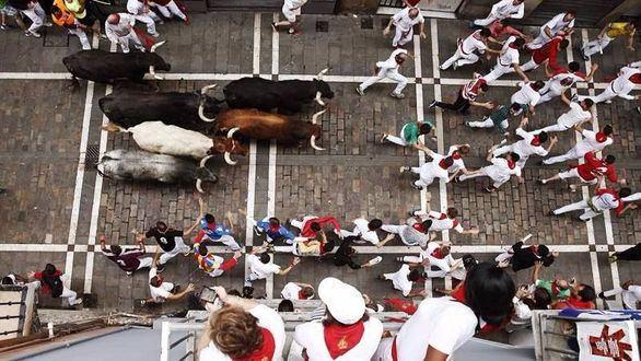 Los toros de Miura 'fulminan' en el último encierro de 2017