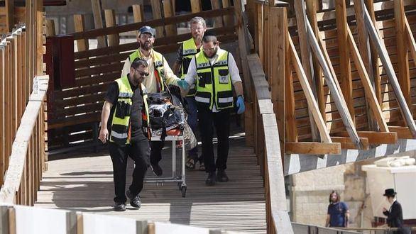 Mueren dos agentes y tres agresores árabe-israelíes son abatidos en Jerusalén