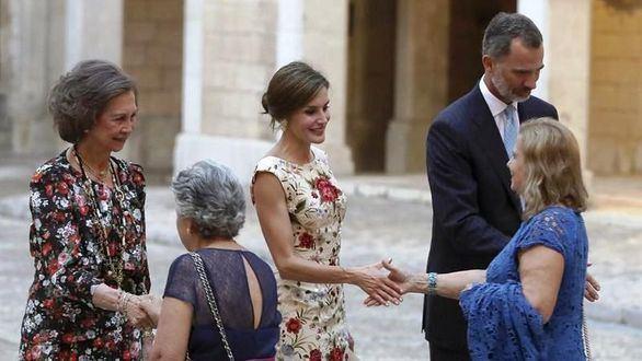 Multitudinaria recepción de los Reyes en Baleares: más de quinientas personas