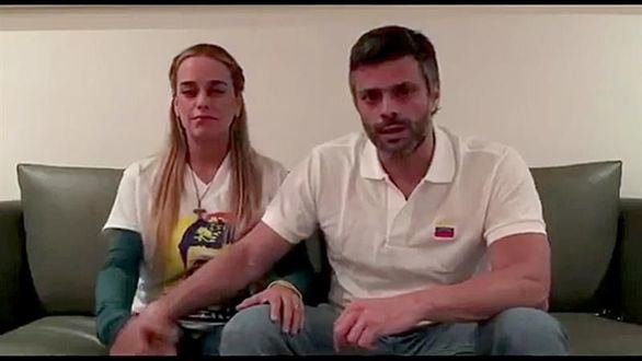Leopoldo López sale de la cárcel y vuelve a arresto domiciliario