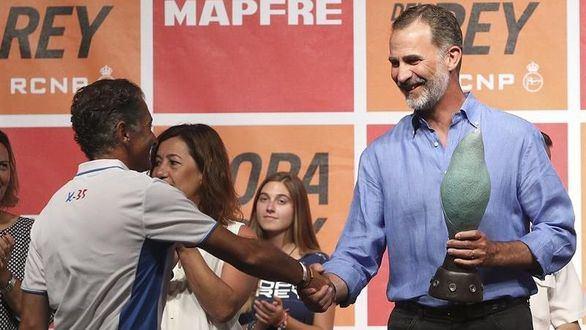 Copa del Rey de Vela: Felipe VI, que se queda sin trofeo, entrega los premios