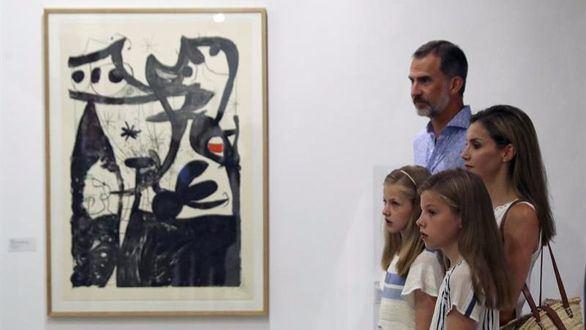 Los Reyes y sus hijas: jornada de paseo y exposición en Mallorca