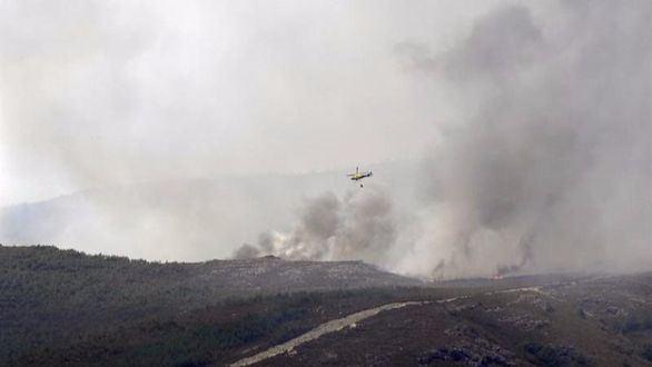 Estabilizado el incendio de Encinedo, uno de los más importantes de España