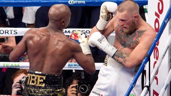"""Mayweather vence a McGregor en lo que fue un """"fiasco"""" de pelea"""