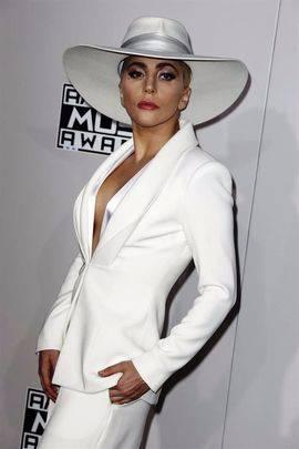 Lady Gaga pospone su gira europea hasta 2018