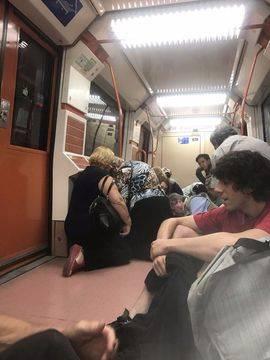 Dos detenidos en el Metro de Madrid tras disparar un arma de fogueo