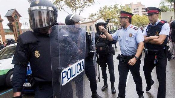 La AN ordena a los Mossos que identifiquen a los agentes del 1-O