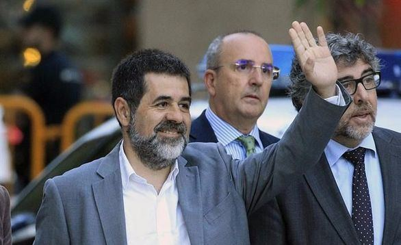 El presidente de Òmnium Cultural, Jordi Sánchez (c), a su llegada a la Audiencia Nacional