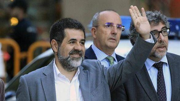 El presidente de ANC, Jordi Sánchez (c), a su llegada a la Audiencia Nacional