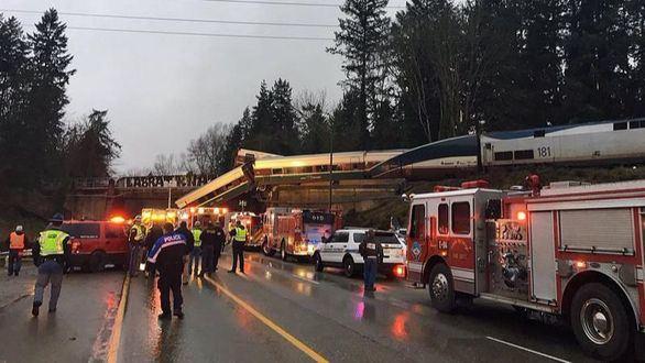Varios muertos tras descarrilar un tren en Seattle