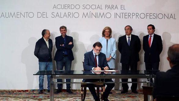 Rajoy logra firmar con los agentes sociales la subida salarial del 4%