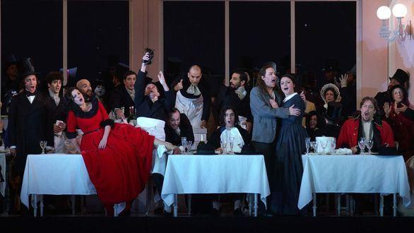 La ópera La bohème del Teatro Real viaja en AVE este viernes
