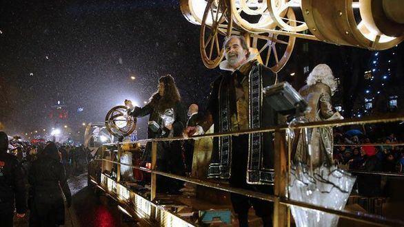 Las cabalgatas de los Reyes Magos recorren las principales calles de España