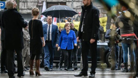 Merkel y Schulz apuran la negociación para formar gobierno