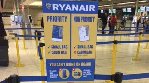 Ryanair cobrará un extra a partir de hoy por llevar dos bultos a bordo