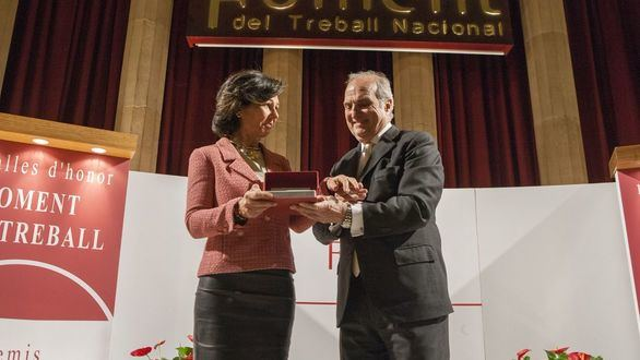 Ana Botín pide volver al 'seny' en Cataluña al recoger la Medalla de Foment del Treball