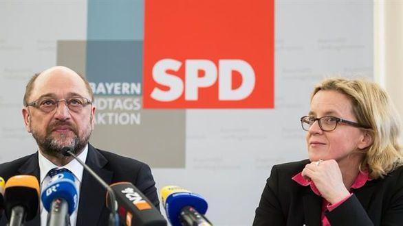 El SPD da luz verde a negociar la gran coalición con Merkel