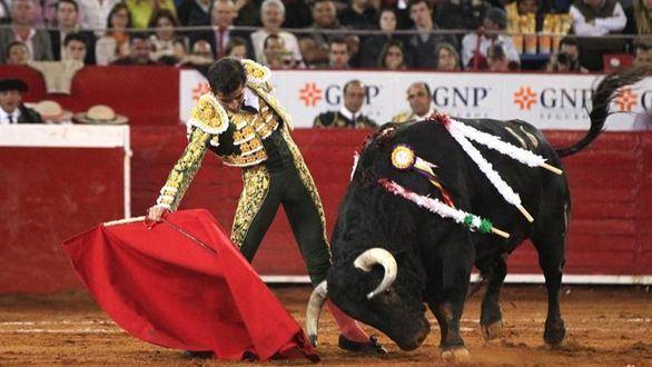 El Toro en México. En el aniversario triunfa un monosabio y las pintas torísticas