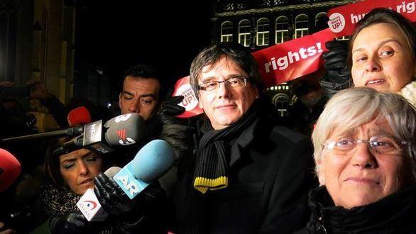 Puigdemont insiste en saltarse la ley para ser investido y hasta la CUP acepta un candidato alternativo