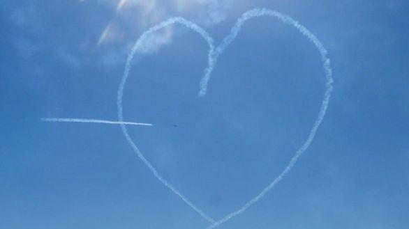 Los tuits del día. Cupido lanza su flecha de amor sobre los tuiteros