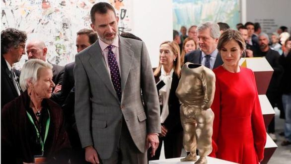 Los Reyes inauguran la edición más polémica de la feria ARCO