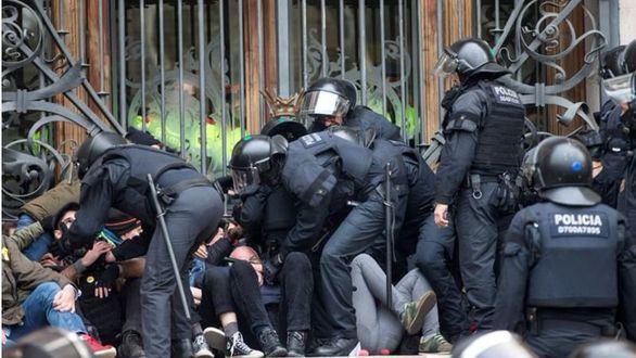 Catorce secesionistas detenidos por impedir la entrada al TSJC