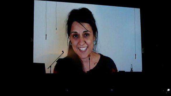 Anna Gabriel reaparece frente a su público desde Suiza