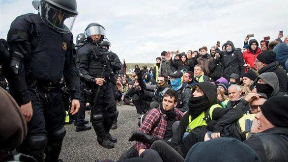 Algaradas en toda Cataluña ante la pasividad de los Mossos