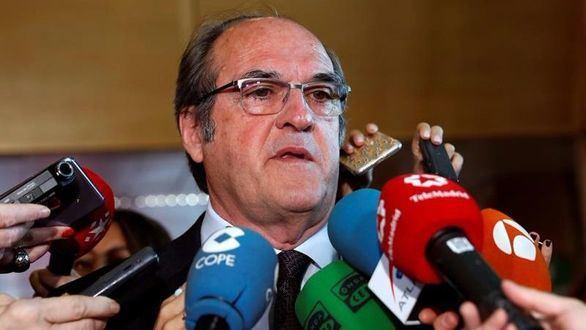 El PSOE registra la moción de censura contra la presidenta madrileña
