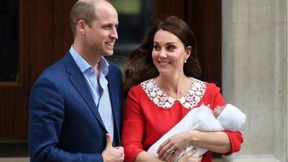 La duquesa de Cambridge da a luz a su tercer hijo, un varón