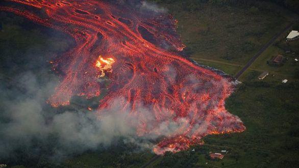 La erupción del volcán Kilauea en Hawái deja el primer herido grave