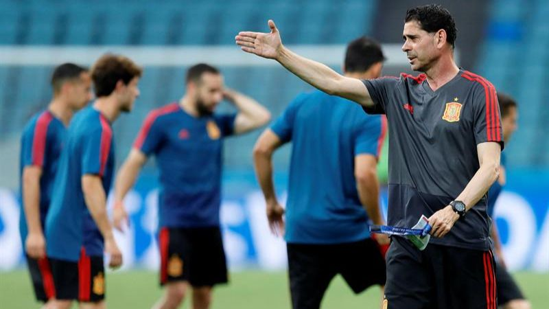 España se estrena en el Mundial en medio de la tormenta