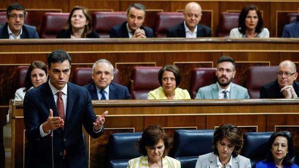 Sánchez convierte su primera sesión de control en un ataque al PP