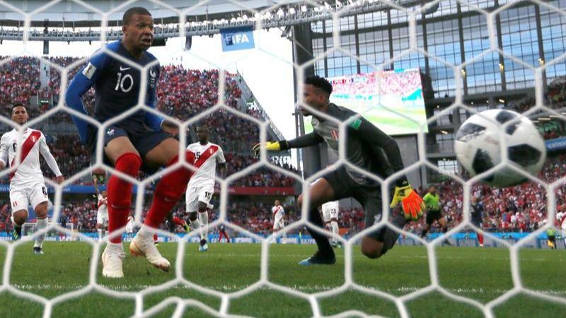 Francia elimina a Perú y pasa de ronda sin fútbol | 1-0