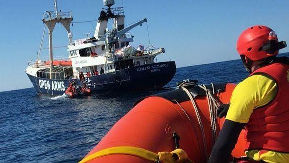Pedro Sánchez y Colau deciden acoger a un barco con 60 migrantes