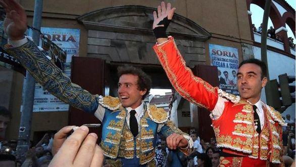 Enrique Ponce y Román abren la puerta grande en Soria