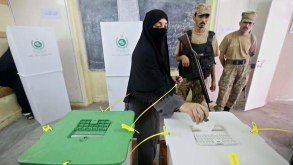 Al menos 31 muertos en plena jornada electoral en Pakistán