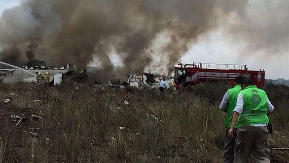 Un avión con 101 pasajeros a bordo se estrella en México sin causar muertos