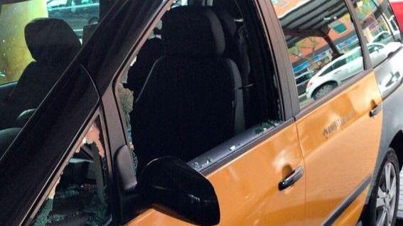 ¿Venganza de los VTC?: 18 taxis, destrozados en Barcelona