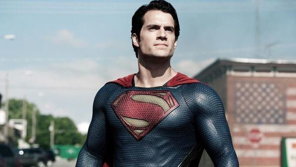 Henry Cavill da vida a Superman en la película 'El hombre de acero'.