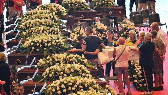 20 familias de fallecidos en Génova no asisten al funeral de Estado que tachan de
