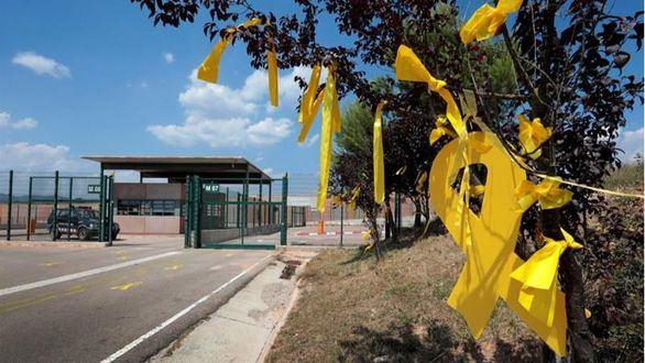 Los Mossos consideran los lazos amarillos como 'dominio público'