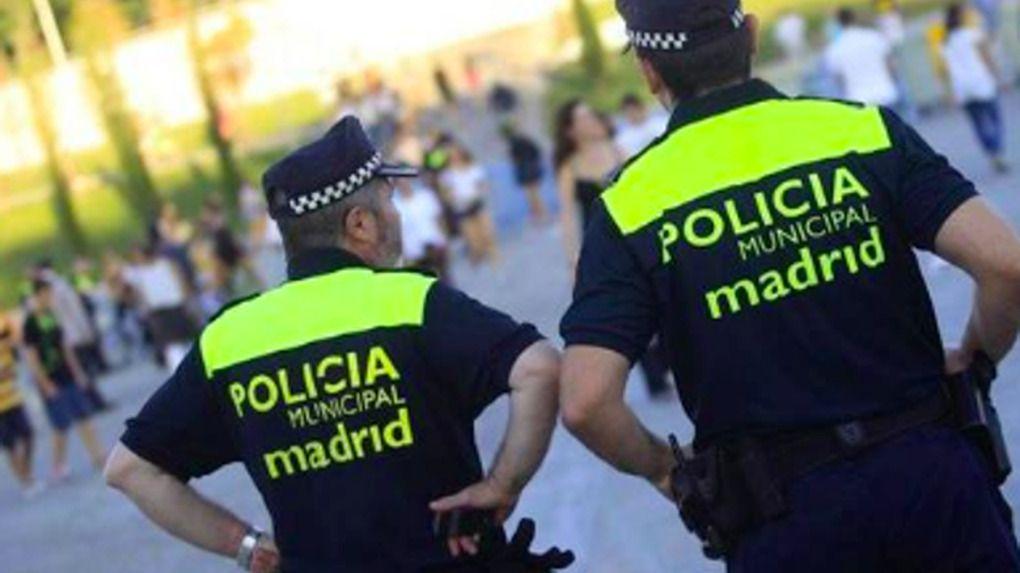 Dos policías, embestidos por unos atracadores en Madrid
