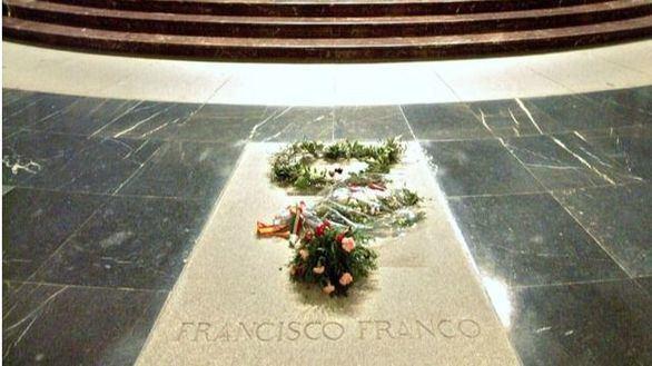 Sánchez desgrana las fases para la exhumación de los restos de Franco