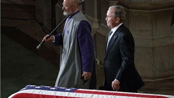 El funeral de McCain se convierte en un mar de reproches a Trump