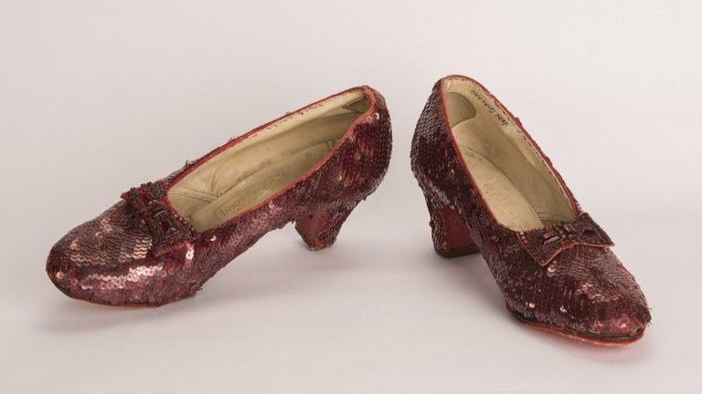 El FBI recupera los zapatos de color rojo rubí que calzó Dorothy en El Mago de Oz