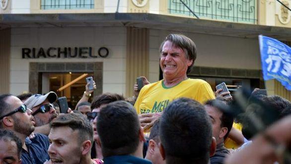 El candidato ultraderechista Bolsonaro, apuñalado durante un mitin en Brasil