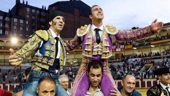 Puerta grande para Padilla y un inspirado Fandi en Valladolid