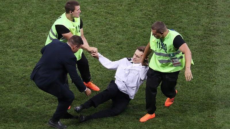 El activista contra Putin que saltó al campo en la final del Mundial, envenenado