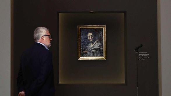 El director del Museo del Prado, Miguel Falomir, ante el 'Retrato de niña con paloma'